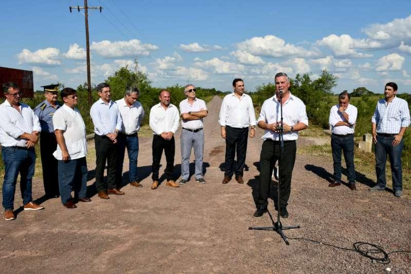 En Bella Vista, Valdés inauguró 23 km de ripio y anunció la inversión de $550 millones para seguir mejorando los caminos rurales