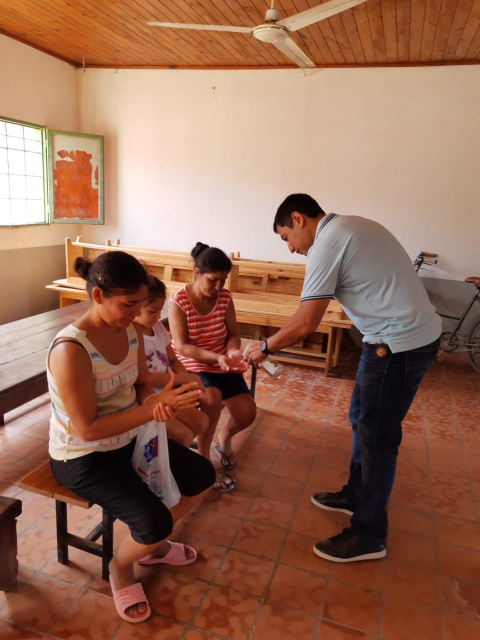 Distribuyen elementos de higiene en comedores y merenderos