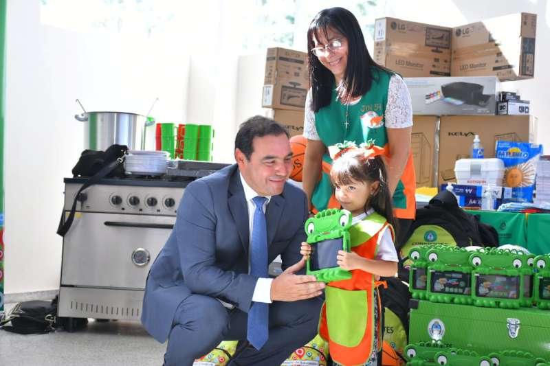 Valdés continúa inaugurando obras de infraestructura escolar en todo el ámbito provincial
