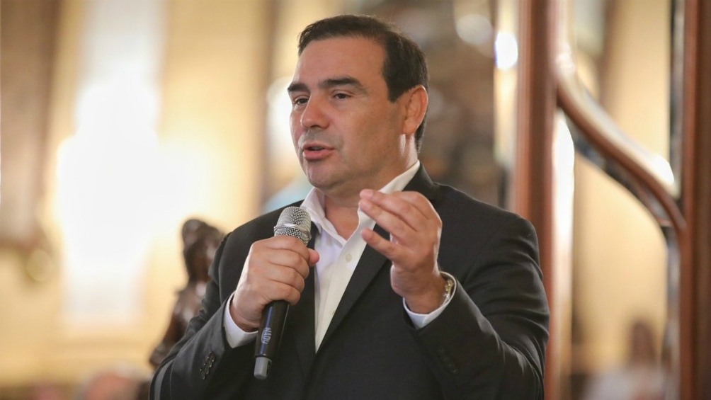 Valdés anunció aislamiento total para correntinos que trabajen en la salud chaqueña