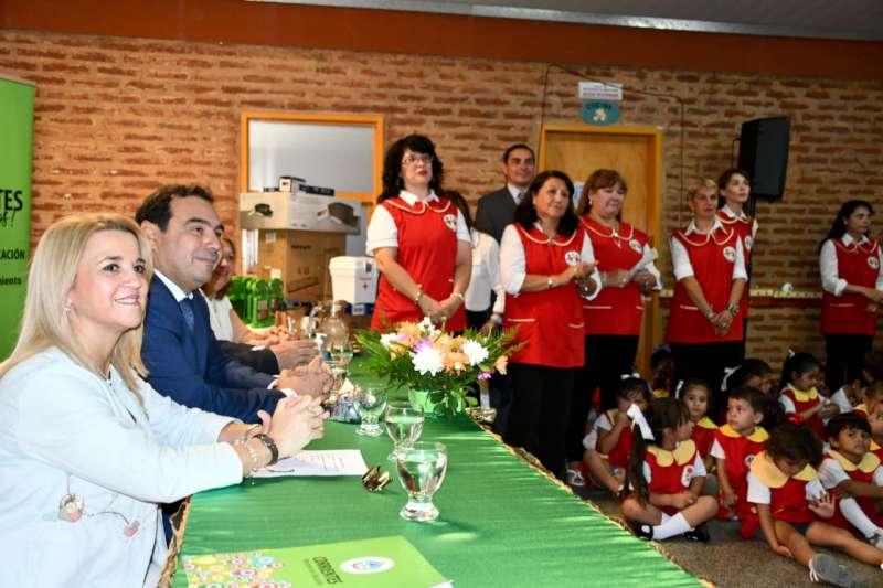 Valdés resaltó la vocación y la fuerza de los docentes correntinos