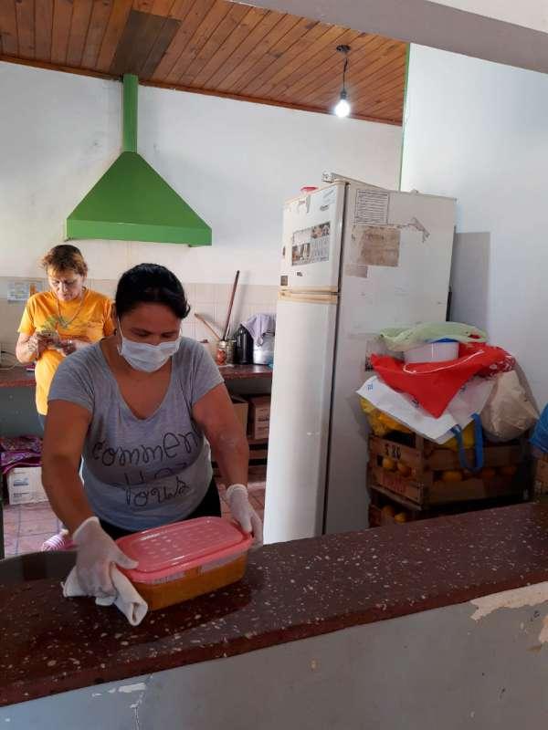 Los comedores de la Provincia funcionan a través de viandas y dispondrán de alcohol en gel y repelente