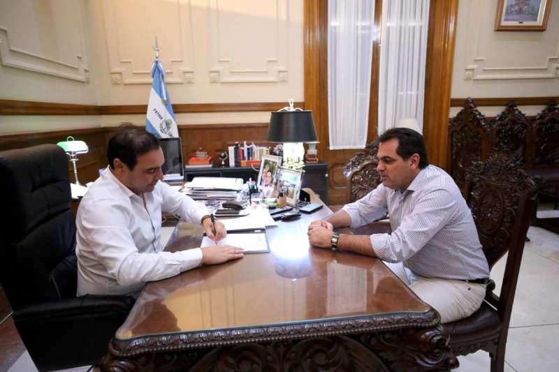 Valdés firmó Convenio con el intendente de Santa Rosa para la construcción de 16 cuadras de cordón cuneta