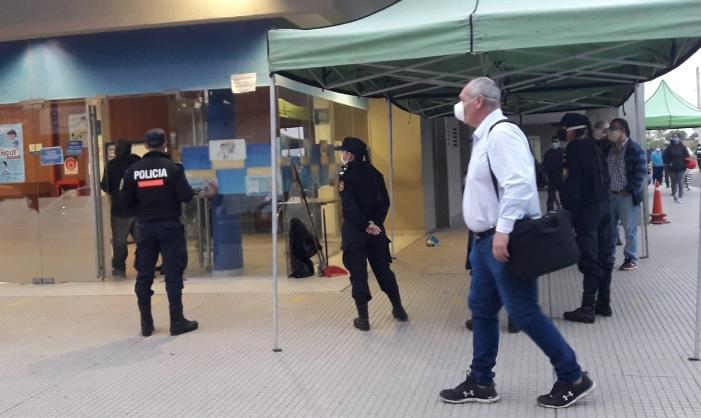 Extremando cuidados y alistando pago de Plus Unificado, reabrió al público el Banco de Corrientes