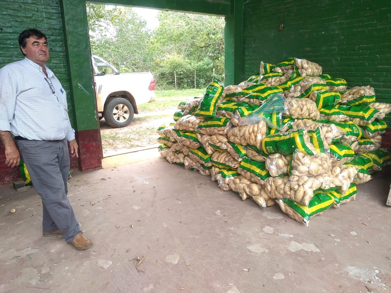 Donaron 20 mil kilos de arroz y 800 bolsas de batatas para distribuir en comedores comunitarios de la Provincia