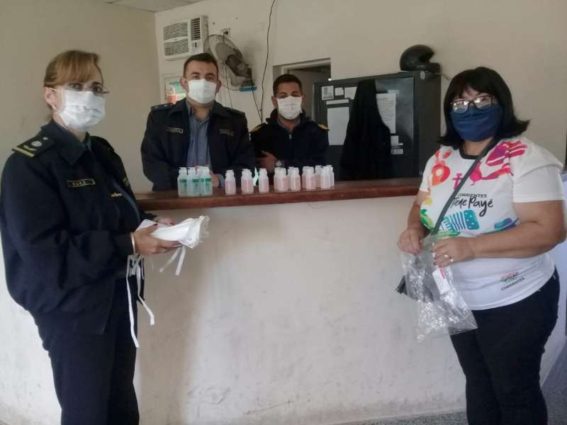 Seguridad entregó elementos y folletería a Comisarías de los barrios 17 de Agosto y Colombia Granaderos