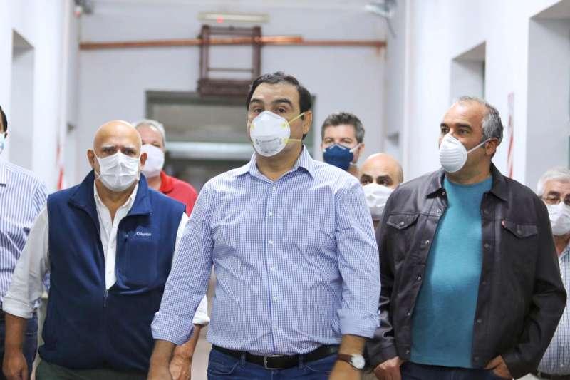 Valdés recorrió nuevos avances en el hospital de campaña que el Gobierno provincial monta en el Hogar Escuela