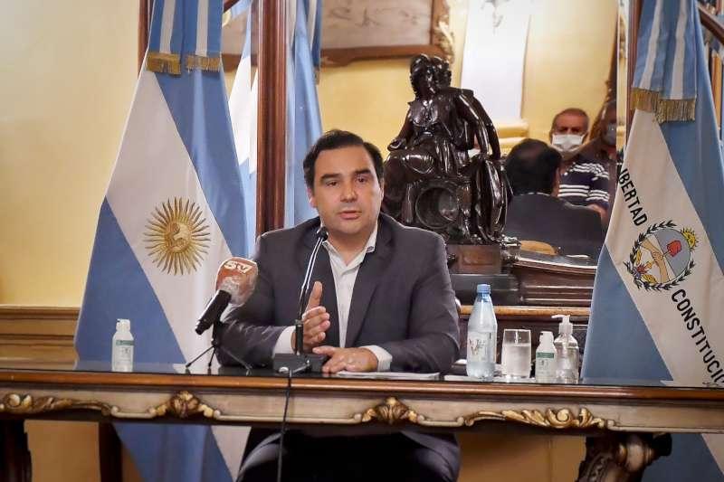 Valdés anunció la continuidad del aislamiento social y liberó actividades comerciales y profesionales en toda la provincia