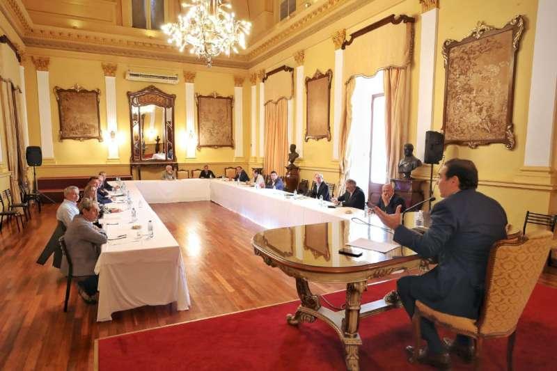 El gobernador Valdés analizó con empresarios la situación productiva en el marco de la crisis