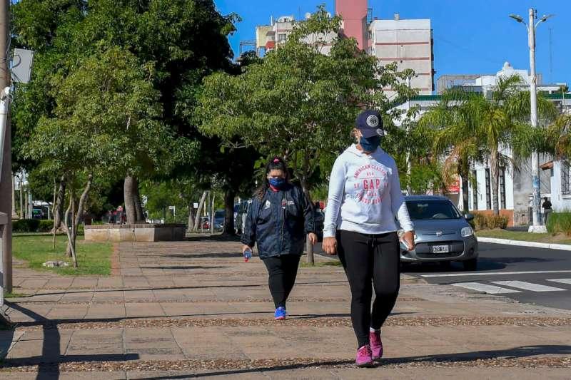 El gobierno provincial dispuso más turnos para las caminatas de personas de 14 a 64 años