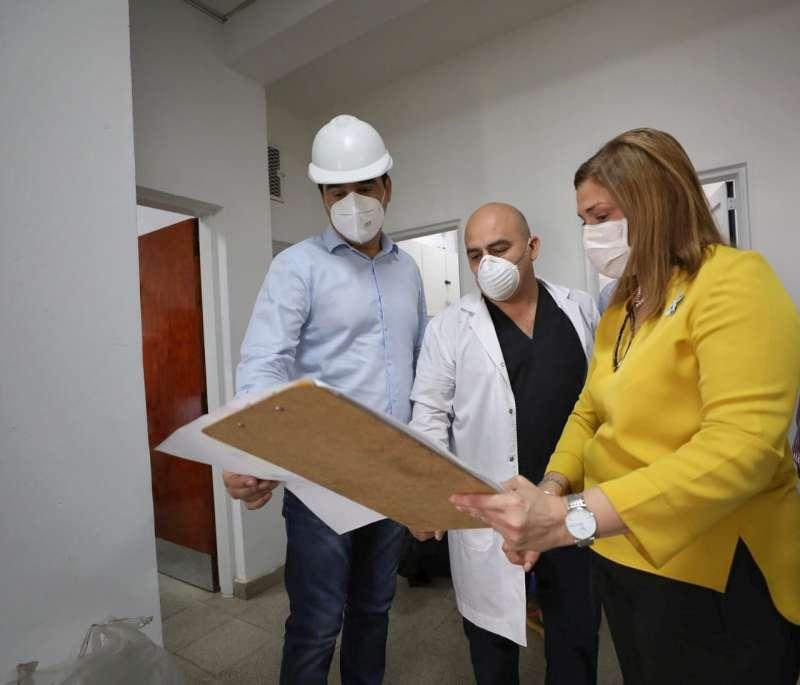 En San Cayetano, Valdés recorrió la obra del centro de salud que funcionará en la Unidad Penal N°6