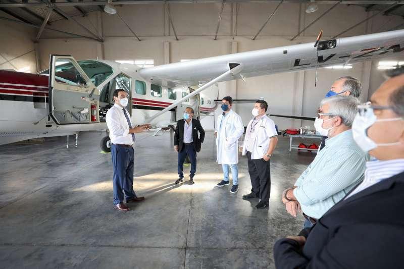 Valdés inspeccionó los dos aviones sanitarios de la Provincia, que fueron equipados para trasladar pacientes con Coronavirus