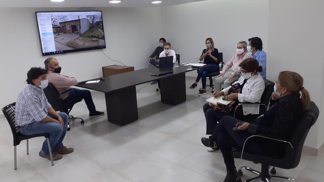 El ministro Polich se reunió con sus equipos para analizar proyectos de obras en centros sanitarios