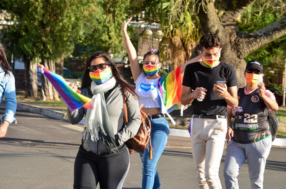 """Caminata en costanera por el """"Día Internacional del Orgullo (Lgbt+)"""""""