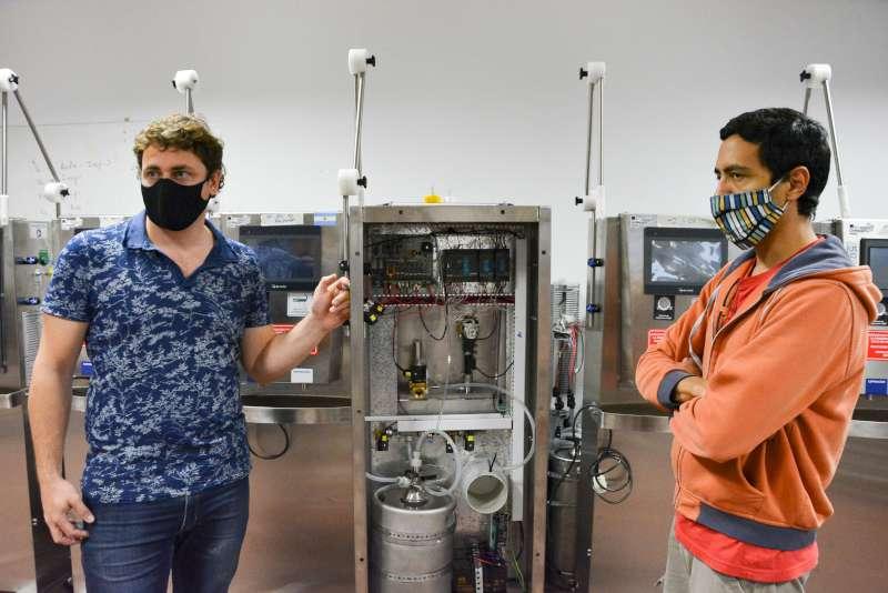 Ensamblan los respiradores para el Hospital de Campaña
