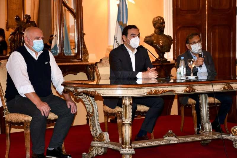 Valdés anunció la obligatoriedad de hisopados para permisos de circulación