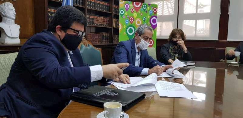 Hacienda y Facultad de Derecho avanzan con acuerdo que beneficia al Registro de la Propiedad Inmueble