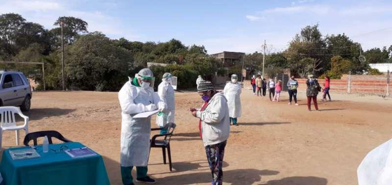La campaña de vacunación continúa en los barrios de la capital y del interior