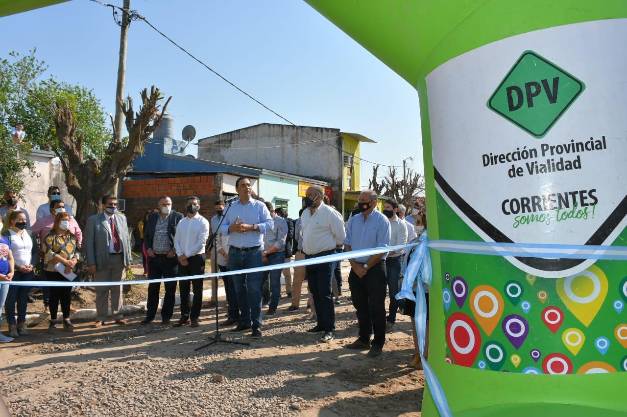 Valdés inauguró cordón cuneta, ripio e iluminación y ratificó el compromiso de estar junto a los vecinos
