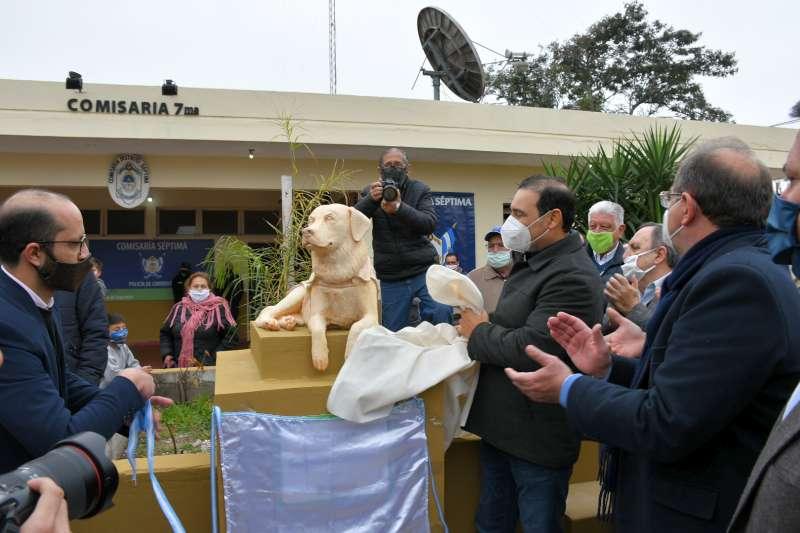 El gobernador Valdés encabezó el homenaje al Sargento Cartucho en la Comisaría 7ª