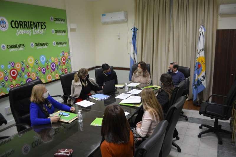 La ministra de Educación se reunió con directores de niveles