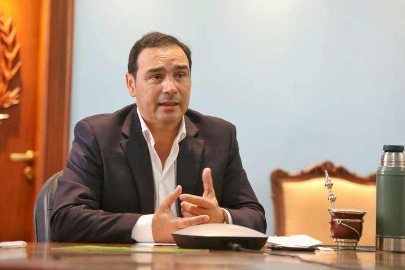 Valdés planteó ante Nación y gobernadores el desarrollo de la hidrovía Paraná-Paraguay