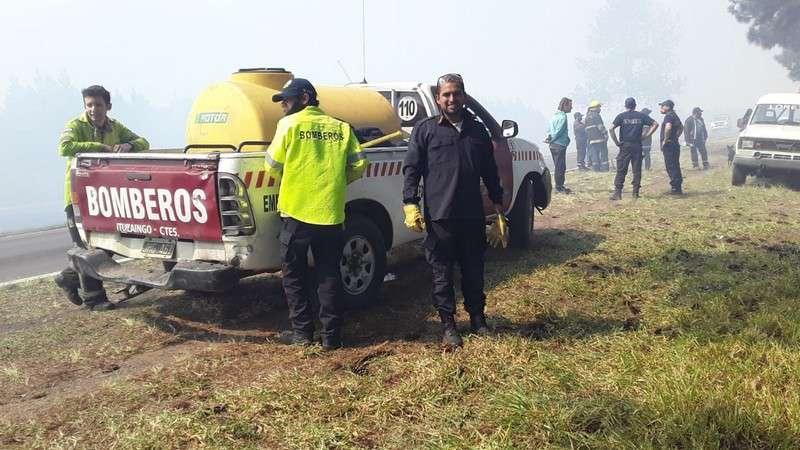 El ministro Anselmo recorrió zonas de Villa Olivari afectadas por incendios forestales