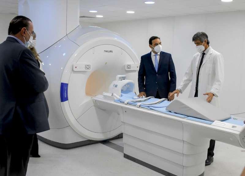 """Al inaugurar refacciones y un moderno resonador magnético, Valdés garantizó """"seguir fortaleciendo la salud pública"""""""