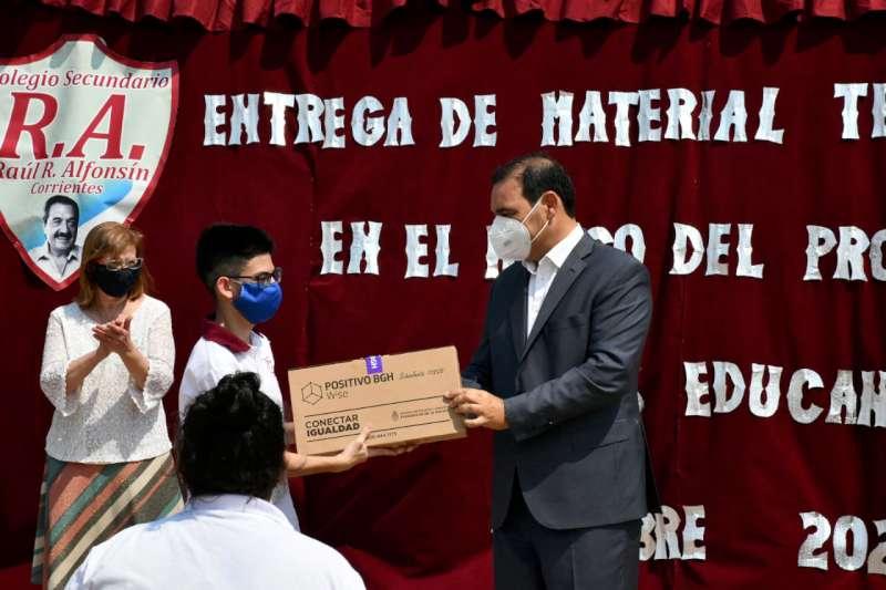 Valdés ratificó igualdad e integración a través de la tecnología educativa