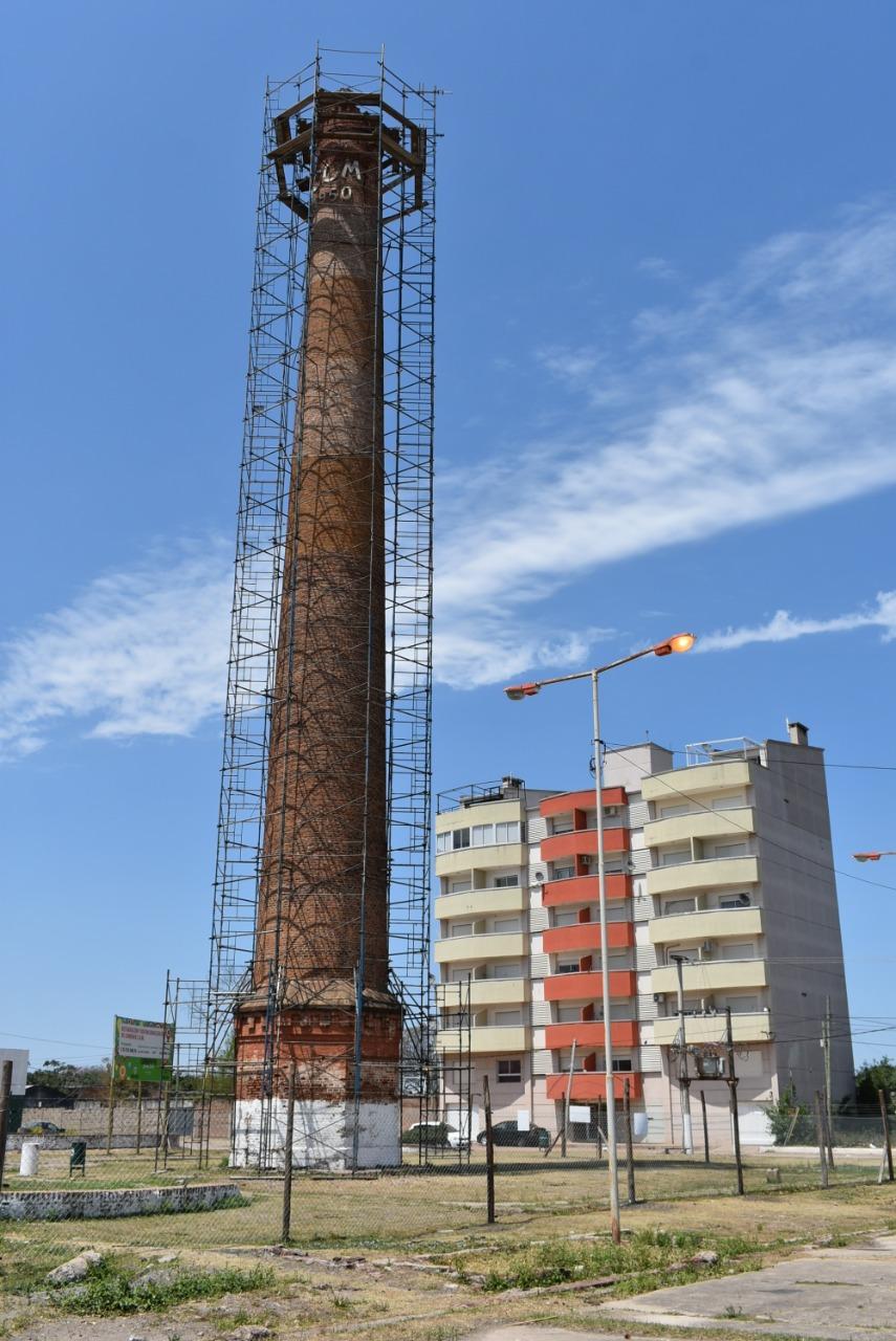 La Provincia comenzó la restauración de la chimenea C.O.M. del Bañado Norte