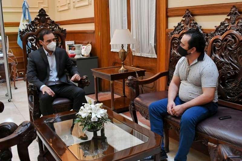 El Gobernador recibió en su despacho privado al secretario general de la AOEM