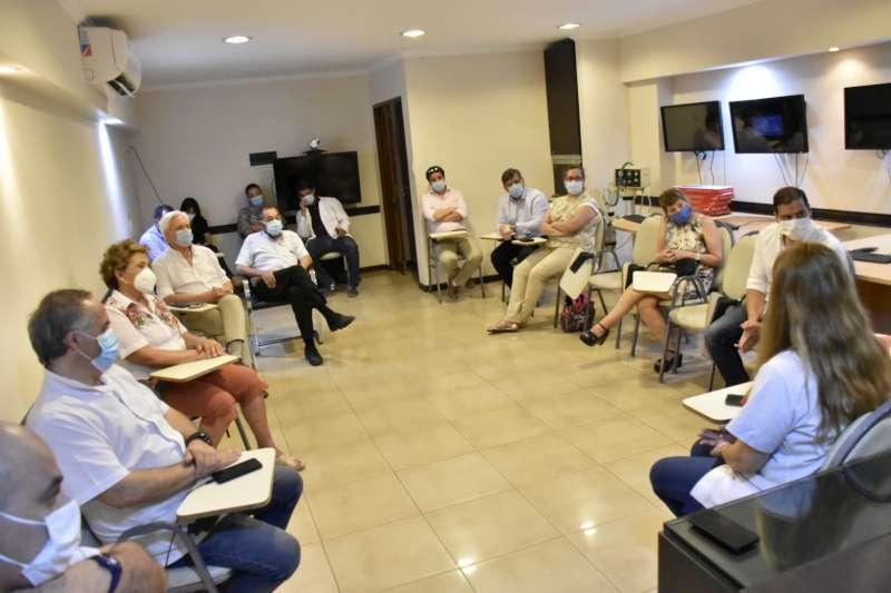 """El Comité de Crisis evaluó con clínicas de Corrientes la posibilidad de recibir pacientes """"con alta"""" del Hospital de Campaña"""
