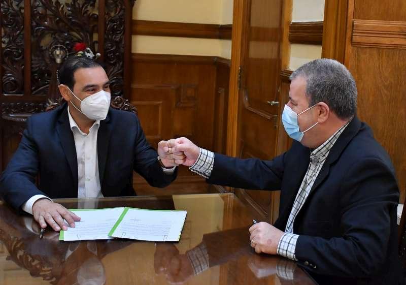 Valdés firmó convenios con el intendente de Alvear para la construcción de cuadras de cordón cuneta y pavimentación