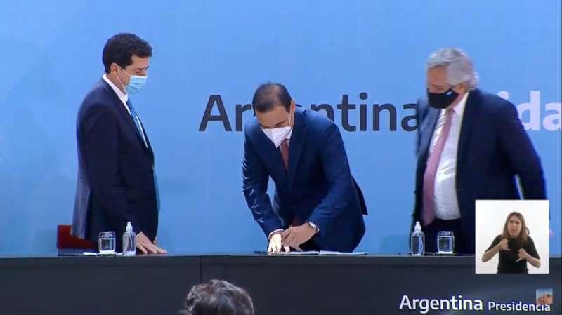 Con la firma del gobernador Valdés, Corrientes suscribió el Consenso Fiscal 2020
