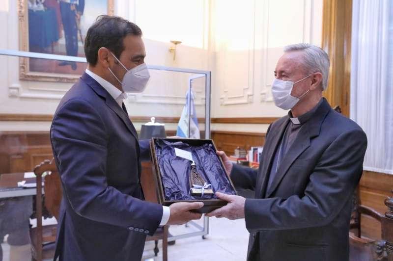 El Gobernador recibió al arzobispo de Corrientes, en la antesala a las Fiestas de fin de año