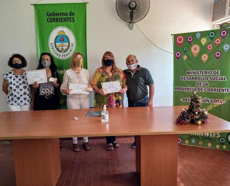 Desarrollo Social entregó medallas y certificados a personal que se jubiló.