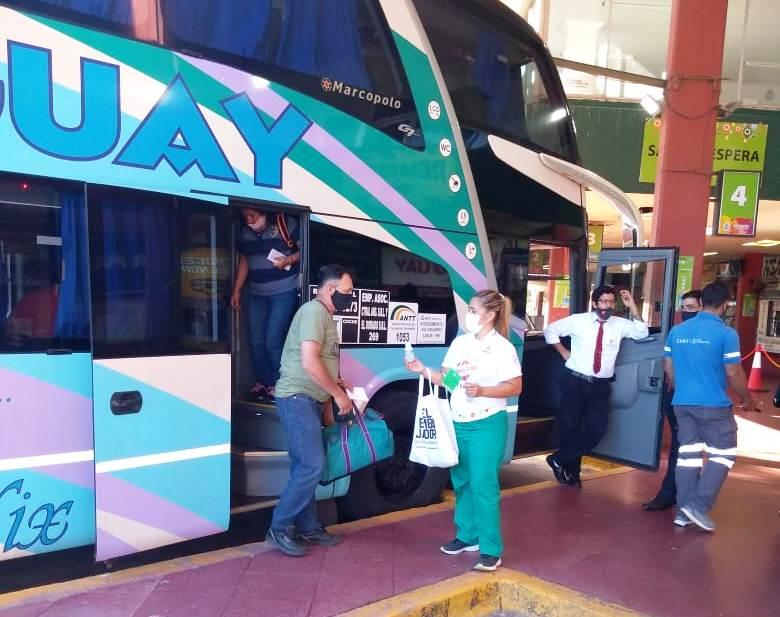 Salud Pública realiza tareas de prevención de Covid-19 en la Terminal de Ómnibus