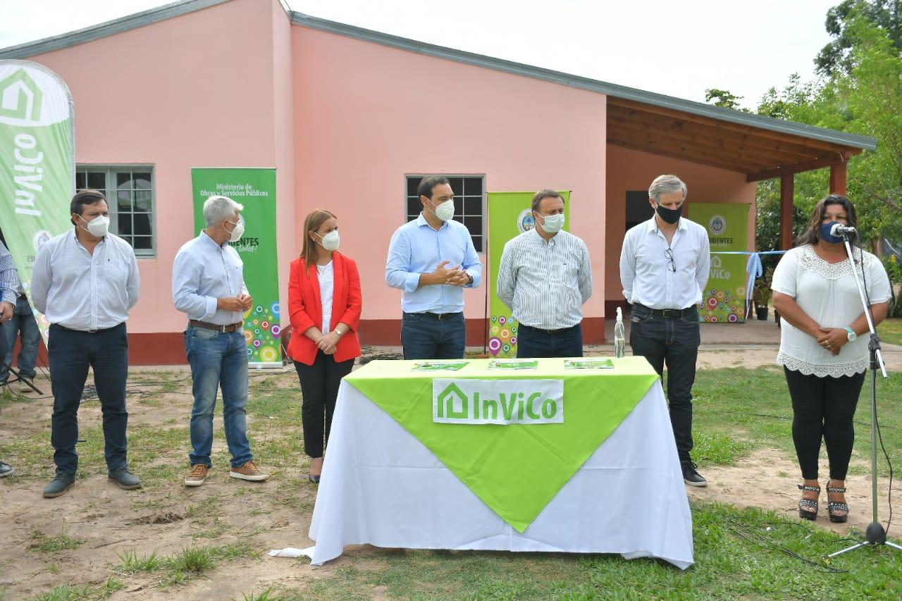 En Carolina, Valdés firmó un convenio por $75 millones para pavimento y entregó viviendas
