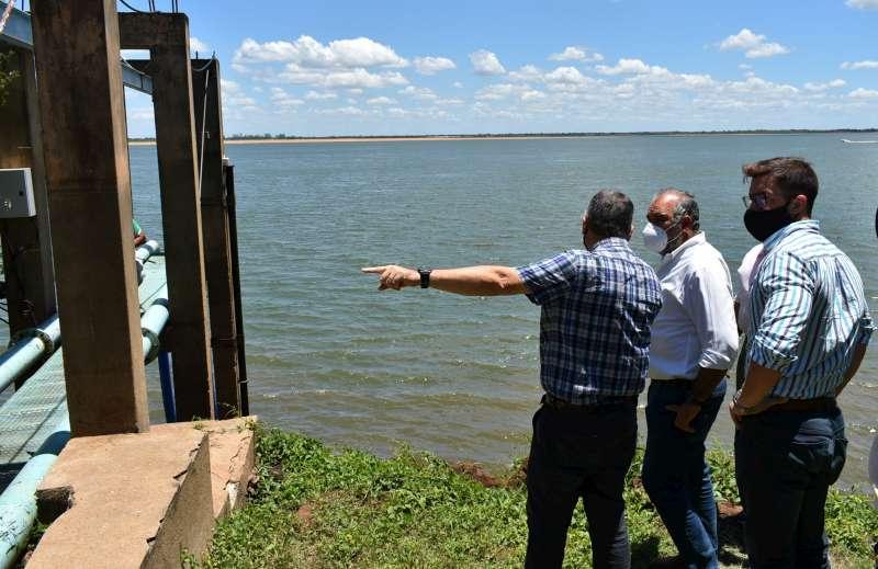 Polich visitó la CoVeSa de Paso de la Patria y comprometió la compra de nuevos equipos de bombeo