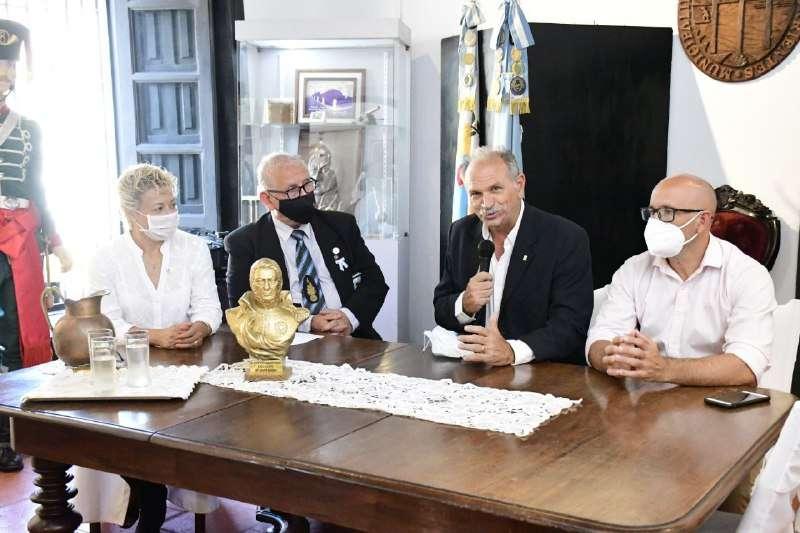 Se inauguró una muestra del General San Martín en el museo Casa Molinas