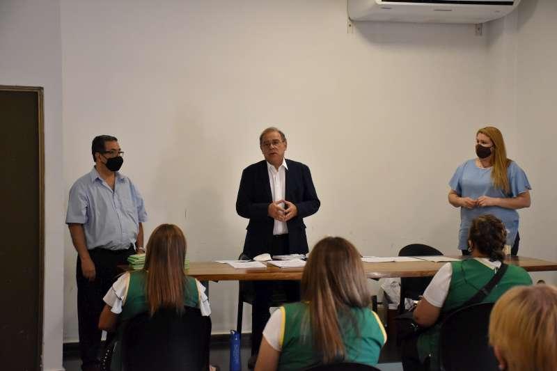 Tassano coordinó protocolos con el equipo de Educación