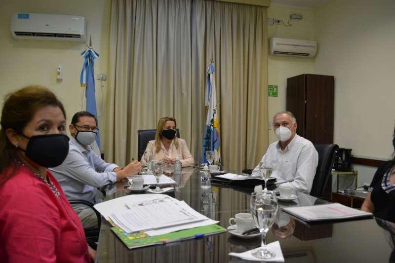 La ministra Susana Benítez se reunió con funcionarios de la cartera educativa