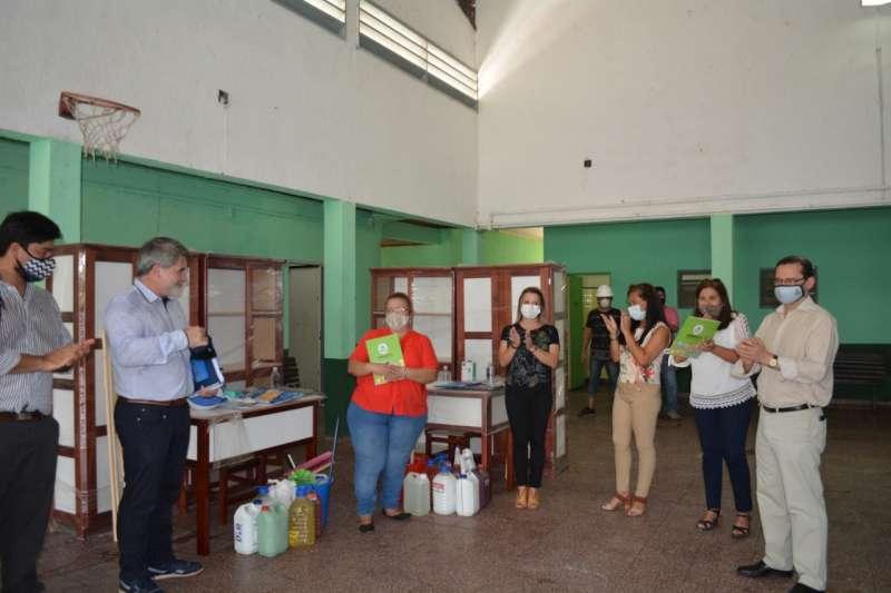 Visita y entrega de materiales a escuelas de San Luis del Palmar