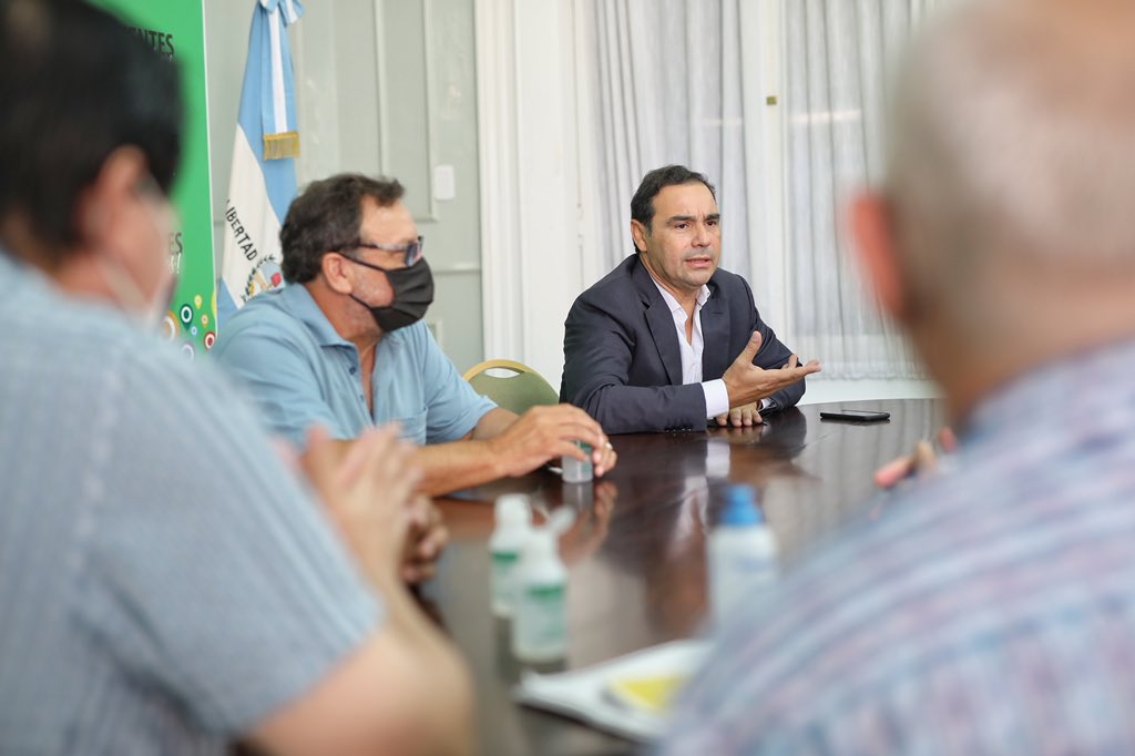 Valdés se reunió con diferentes Gremios de la Provincia