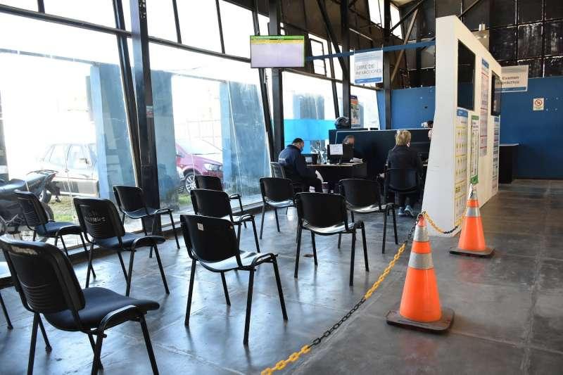 El Centro Emisor de Licencias abrirá los sábados y ampliará el número de turnos