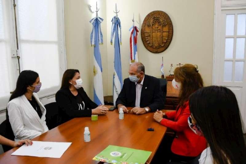 Firma de Convenio entre Municipalidad y Consejo de la Mujer