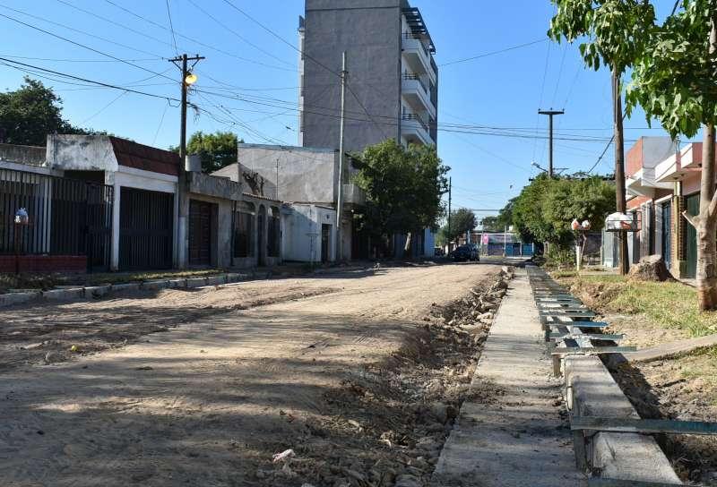 La Provincia abre nuevos frentes de obras de cordón cuneta en la ciudad de Corrientes