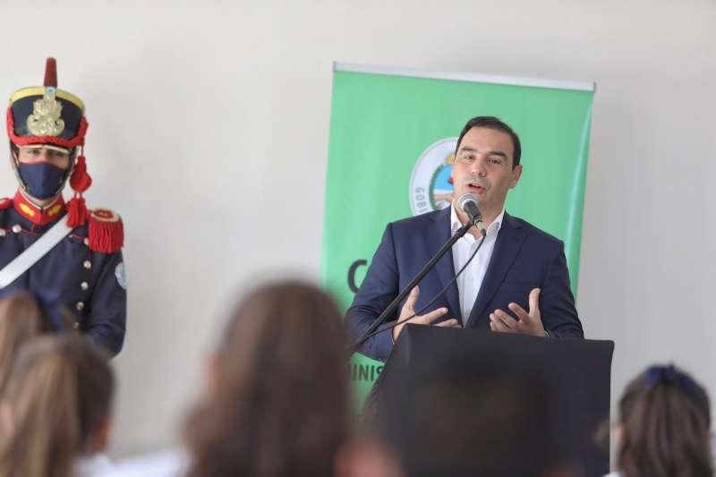 En su visita a Yapeyú, Valdés inauguró el nuevo edificio de la Escuela Secundaria Maipú