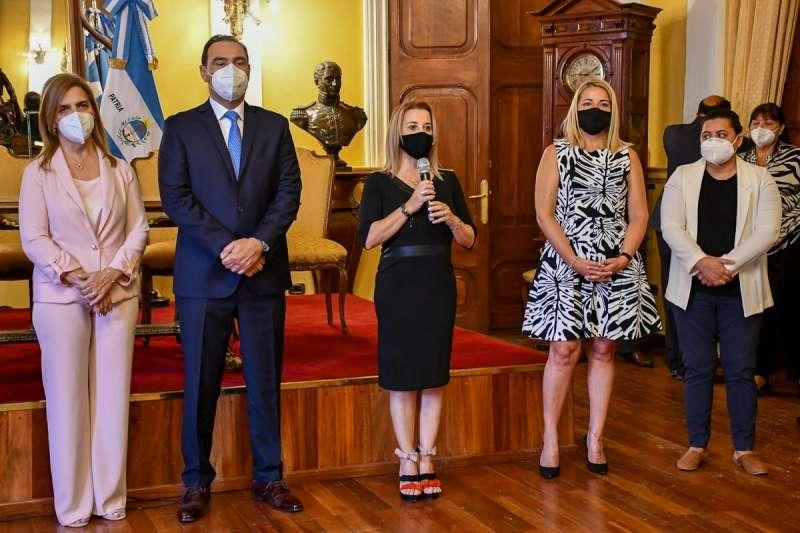 """Valdés: """"Empujemos y trabajemos para lograr la igualdad, para que desparezcan la violencia de género y los femicidios"""""""