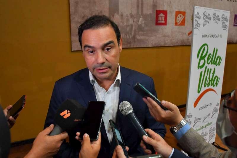 Para evitar el ingreso de nuevas cepas de Coronavirus, Valdés anunció la vacunación de todo el personal que trabaja en organismos de fronteras